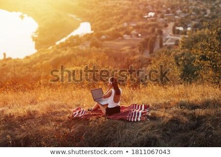 üzletasszony pihen fű nő papír kéz Stock fotó © IS2