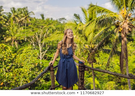 Młoda kobieta podróżnik widoku punkt dżungli bali Zdjęcia stock © galitskaya