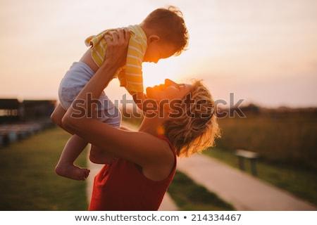 Mutter Kind zusammen Wiese spielen Stock foto © ElenaBatkova