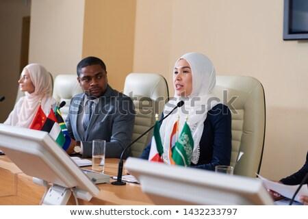 Egy fiatal női hangfalak hidzsáb beszél Stock fotó © pressmaster