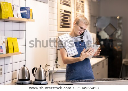 zajęty · przedsiębiorca · portret · udany · młody · człowiek · wzywając - zdjęcia stock © pressmaster