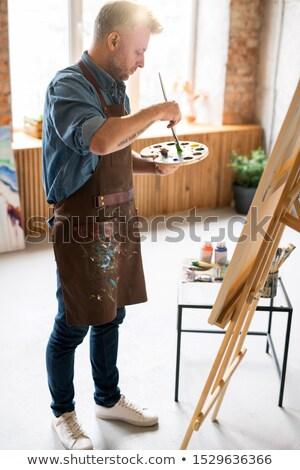 Pintor avental cores paleta em pé Foto stock © pressmaster