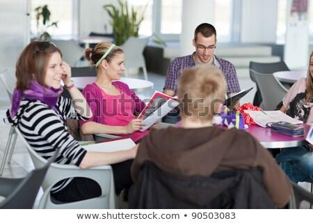 csoport · diákok · fék · beszélget · jegyzetek · szórakozás - stock fotó © lightpoet