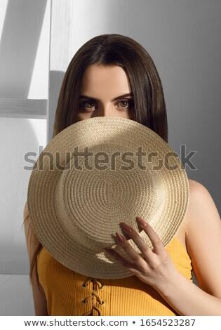 retrato · mujer · ocultación · boca · blanco · manos - foto stock © rob_stark