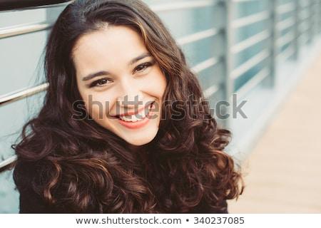 Derűs gyönyörű fiatal barna hajú nő barna szemek Stock fotó © Nejron