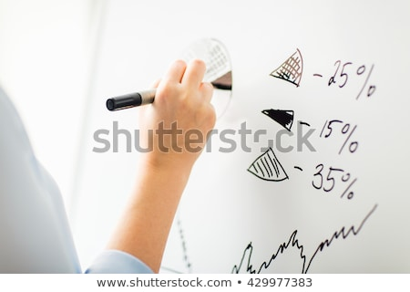 közelkép · kéz · rajz · kördiagram · fehér · tábla · üzletemberek - stock fotó © dolgachov