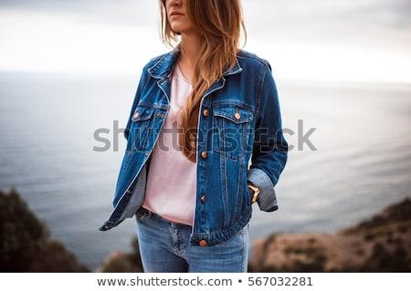 mujer · hermosa · jeans · chaqueta · mar · sesión · primavera - foto stock © andreonegin