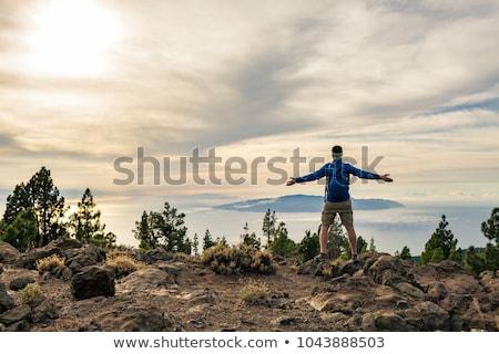 silhueta · homem · escalada · rocha · montanha · pôr · do · sol - foto stock © blasbike
