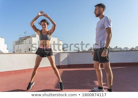 ストックフォト: 女性 · 行使 · トレーナー · 屋上 · 男 · 市