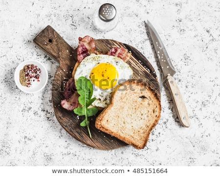pişmiş · kahvaltı · brunch · sahanda · yumurta · domuz · pastırması - stok fotoğraf © virgin