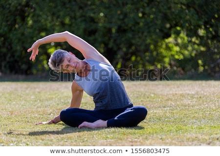 Stockfoto: Senior · vrouw · yoga · benen · park