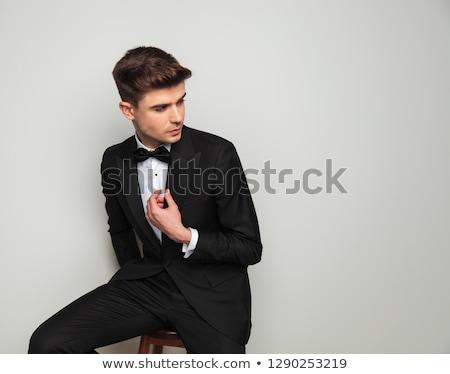 csábító · férfi · fekete · csokornyakkendő · ül · tart - stock fotó © feedough