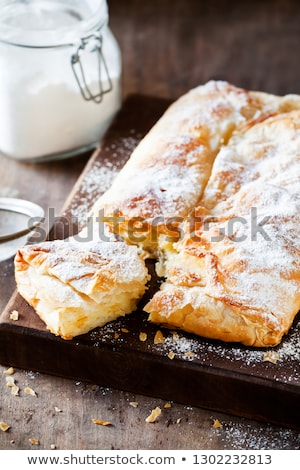 Caseiro grego creme torta açúcar de confeiteiro canela Foto stock © mpessaris