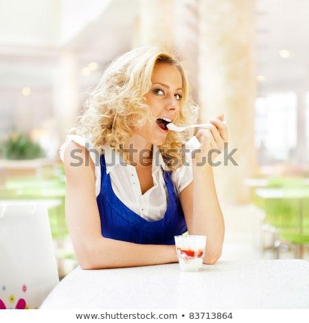 Stock fotó: Fiatal · nő · élvezi · kávé · idő · bevásárlóközpont · kávézó