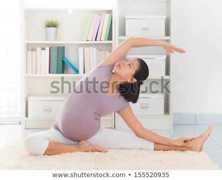 Asia · mujer · embarazada · ejercicio · prenatal · yoga - foto stock © szefei