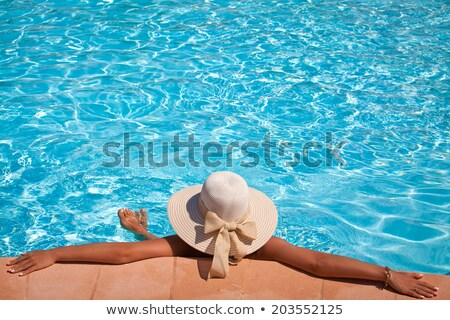 Wakacje bogate turystycznych czerwonym dywanie plaży kobieta Zdjęcia stock © alphaspirit