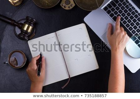 Laptop tabeli sala sądowa ekranu Internetu Zdjęcia stock © AndreyPopov