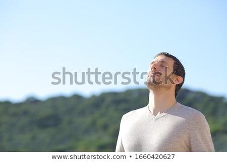 Homem ar fresco limpeza tecnologia jovem Foto stock © HASLOO