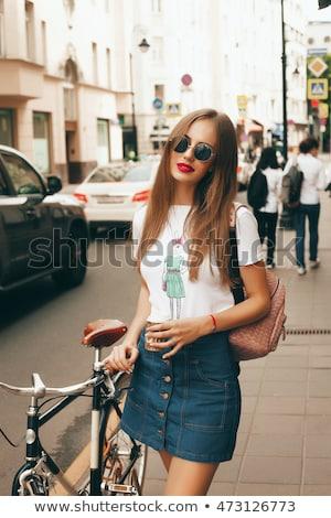 töprengő · divat · modell · pózol · másfelé · néz · oldalnézet - stock fotó © dash