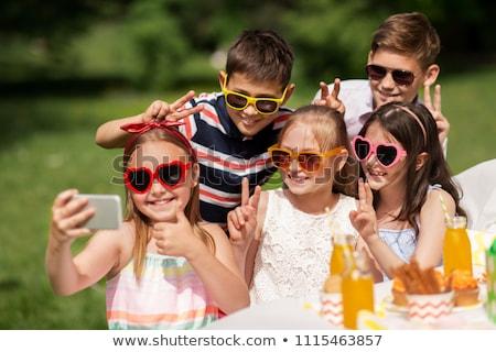 Criança polegar para cima jovem sessão Foto stock © LightFieldStudios