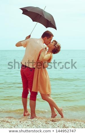 Donna piedi ombrellone sport Hat cielo blu Foto d'archivio © IS2