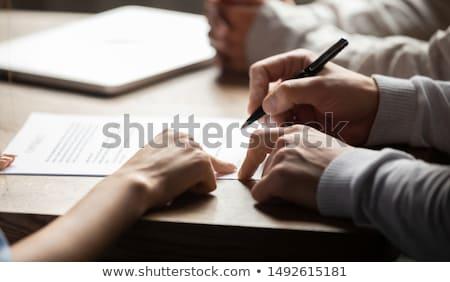 Stockfoto: Zakenman · tonen · document · vrouwelijke · werknemer