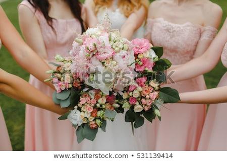 Belo buquê de casamento rosa flores brancas mãos noiva Foto stock © ruslanshramko