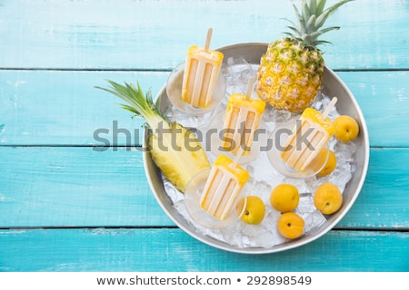 mango · sorbet · klein · schotel · houten · tafel · ijs - stockfoto © galitskaya