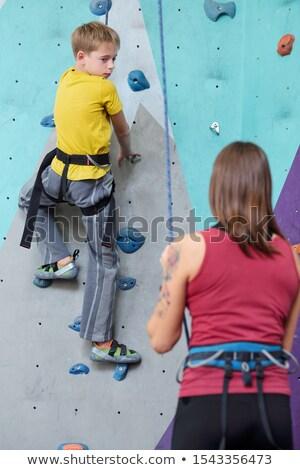 chłopca · wspinaczki · ściany · młodych · zwinny · dziecko - zdjęcia stock © pressmaster