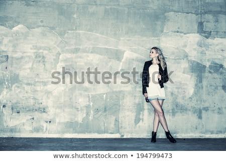 moda · model · beton · duvar · poz · bakıyor - stok fotoğraf © pekour