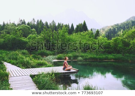 Fiatal kaukázusi nő jóga lábak keresztbe meditál Stock fotó © CandyboxPhoto