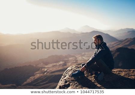 Stockfoto: Man · zonsondergang · klif · boven · zee