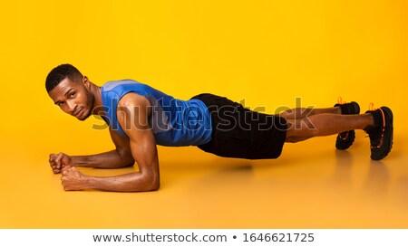 男 · 訓練 · コア · フィットネス · ビーチ - ストックフォト © maridav