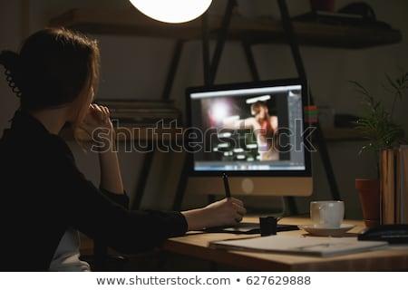 Geconcentreerde jonge dame ontwerper foto Stockfoto © deandrobot
