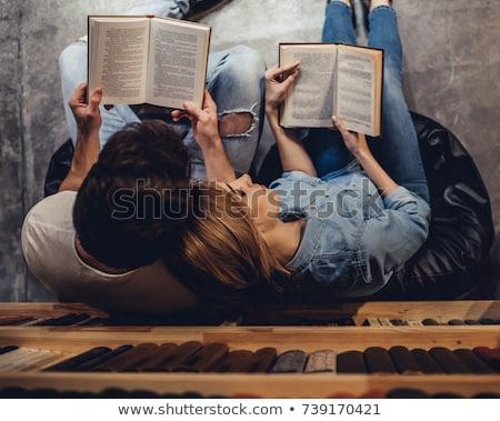 человека женщину чтение вместе книга диван Сток-фото © IS2