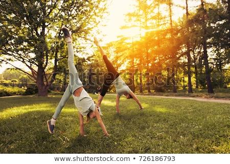 男 · 逆立ち · 夏 · 楽しい · 公園 · 男性 - ストックフォト © is2