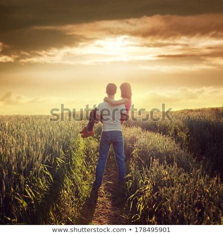 Férfi hordoz nő búzamező jókedv mosolyog Stock fotó © IS2