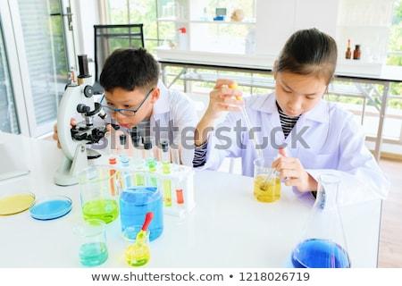 Dwa studentów nauki eksperyment ilustracja dziecko Zdjęcia stock © colematt