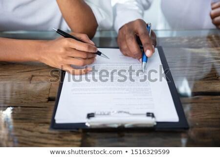 ストックフォト: 二人 · 手 · 契約 · フォーム · クローズアップ · 手