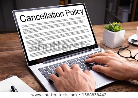 Man lezing overeenkomst laptop Stockfoto © AndreyPopov