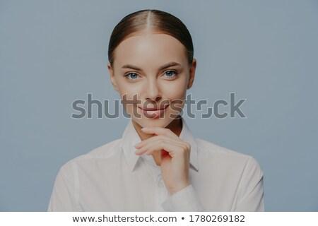 Aantrekkelijk zakenvrouw kin rechtstreeks camera Stockfoto © vkstudio