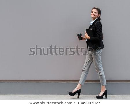 portret · geslaagd · glimlachend · mode · vrouw · notepad - stockfoto © gromovataya