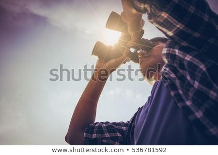 man · naar · vooruit · telescoop · kijken - stockfoto © Aitormmfoto