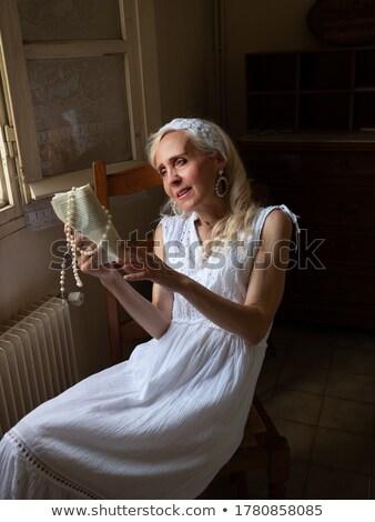 függőleges · kép · nő · fürdőköpeny · másfelé · néz · gyömbér - stock fotó © deandrobot