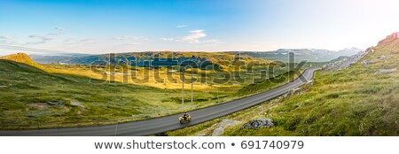 hegyi · kerékpár · gyors · út · férfi · tájkép · hegy - stock fotó © kyolshin