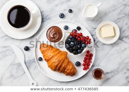 Vers croissants thee ontbijt zijaanzicht tabel Stockfoto © boggy
