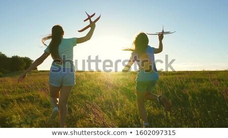 Gelukkig meisje spelen papier vliegtuig vrolijk vrouw Stockfoto © lichtmeister