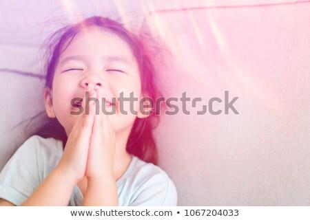 女の子 · 祈っ · 美しい · クローズアップ · 孤立した · 手 - ストックフォト © ilona75