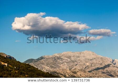 belo · nuvens · céu · acima · verde · montanha - foto stock © anshar