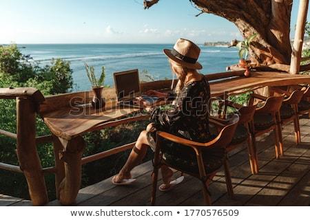 koffiepauze · buiten · kantoor · business · vrouw · voedsel - stockfoto © hasloo